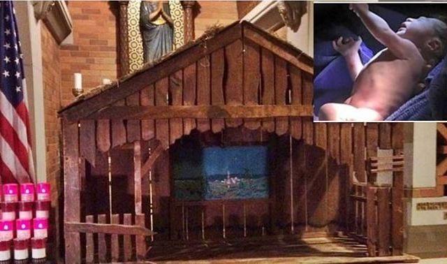 Abandonan a bebé en nacimiento de iglesia en NY