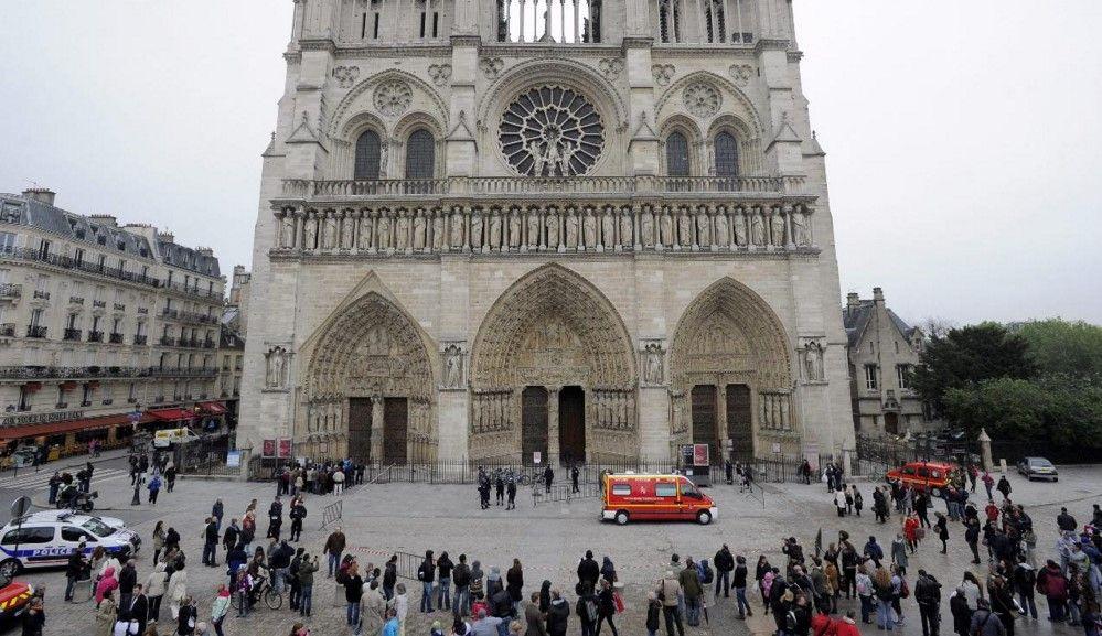 Policía francesa blinda la catedral de Notre Dame - Foto: lainformación.com