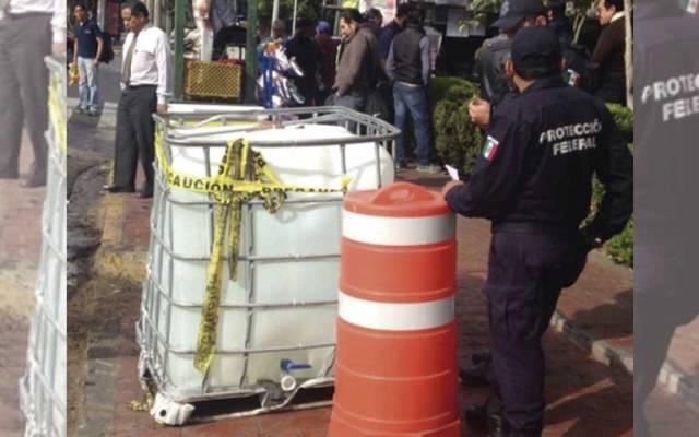 Cae contenedor con sosa líquida en Eje 5 Sur - Foto de Foro TV