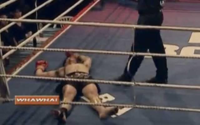 Video: peleador noqueado intenta levantarse… en repetidas ocasiones - Foto de Facebook