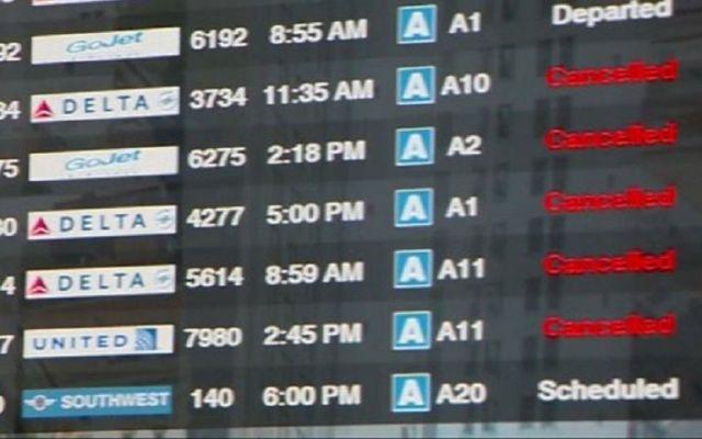 Delta sufre tercer día de cancelaciones y retrasos
