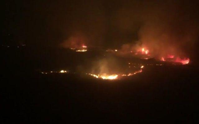 Incendio en el Vaso Regulador de Carretas en Tlalnepantla - Foto de Twitter