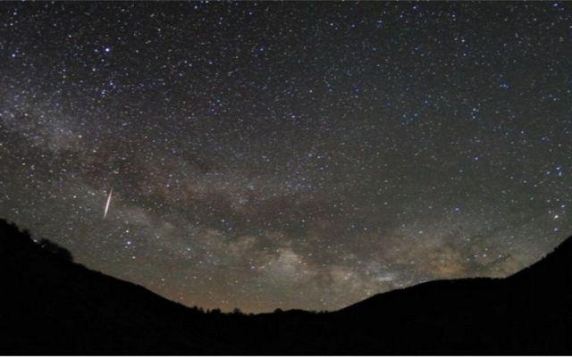Habrá lluvia de estrellas líridas esta noche - La lluvia de estrellas. Foto de NASA.