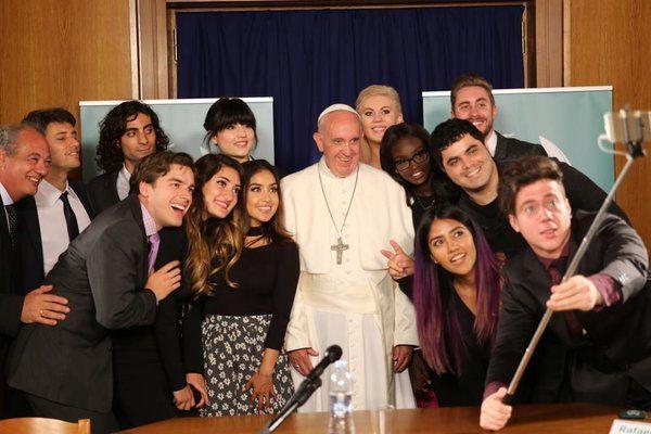 El papa se reúne con youtubers de todo el mundo - Foto de Twitter