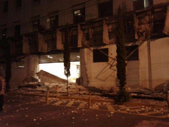 Cae fachada de la PGJ de la Ciudad de México - Foto de @Guiesga