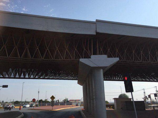 Colapsa puente vehicular en Torreón - Foto de @jesuslagunero