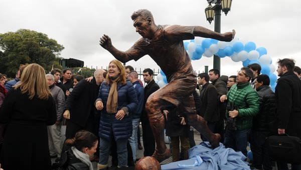 Develan estatua de Messi en Buenos Aires - Foto de Clarín