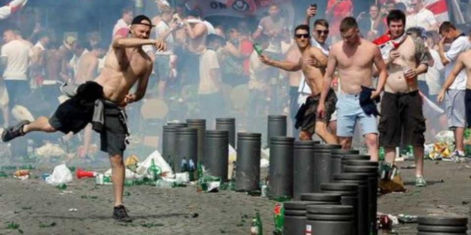 Video: hooligans protagonizan nueva jornada de violencia en Marsella - Foto de Reuters