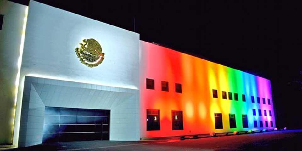 EPN expresa su reconocimiento a comunidad LGBTTTI - Foto de @EPN