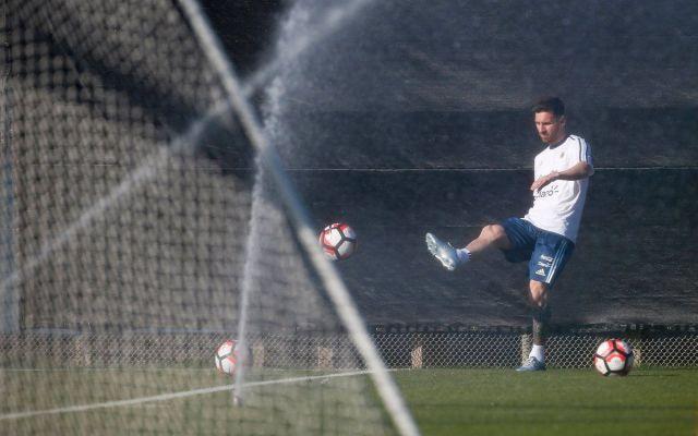 Lionel Messi entrena aparte y es duda para duelo ante Chile - Foto de @forca_fcb