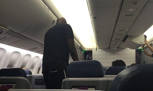 Lamar Odom vomita borracho en un avión y lo echan - Foto de TMZ