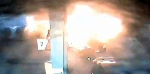 Video: mujer salva dos niños de incendio en gasolinera en EE.UU.