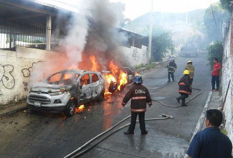 Incendian dos coches en Acapulco
