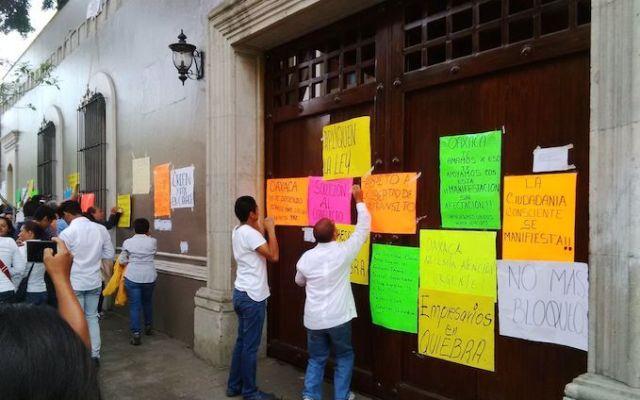 Protesta Iniciativa Privada en la residencia de Gabino Cué - Foto de CuartaPlana.