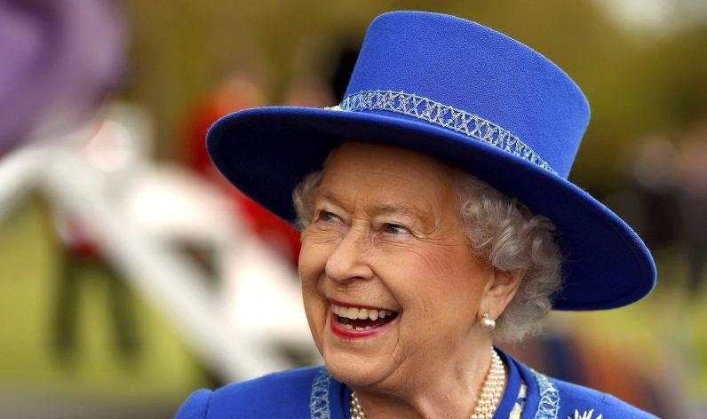 La reina de Inglaterra ofrece el puesto de asistencia de limpieza