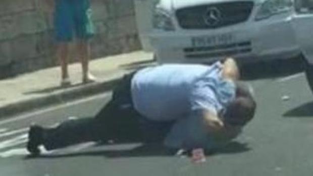 #Viral: taxistas se pelean cliente a golpes - Foto de Internet