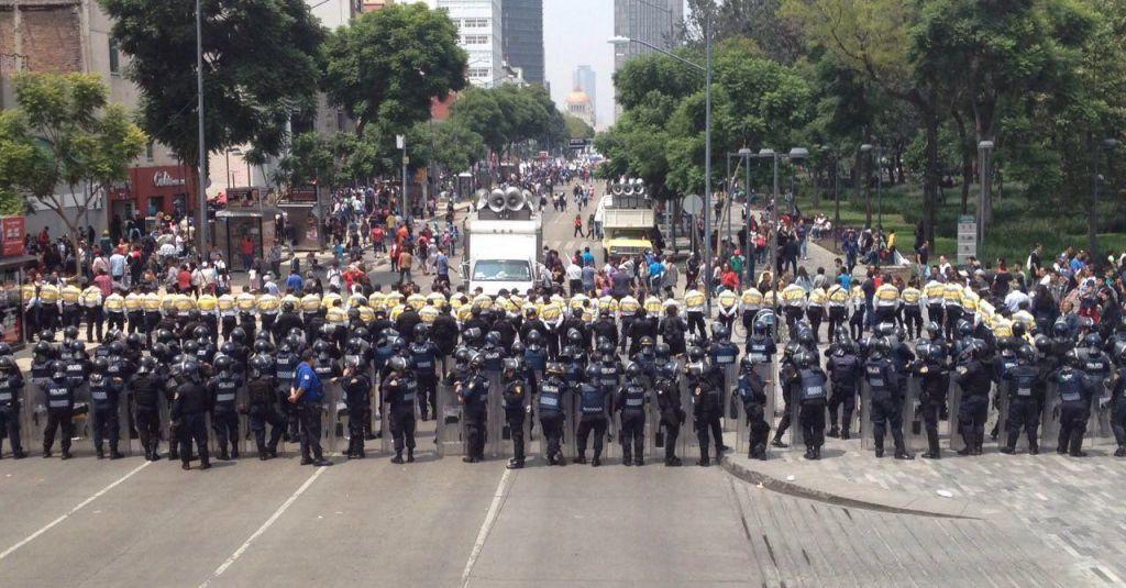 Impiden a Antorcha Campesina llegar a ALDF; realizan mitin en Hemiciclo - Foto de Quadratín.