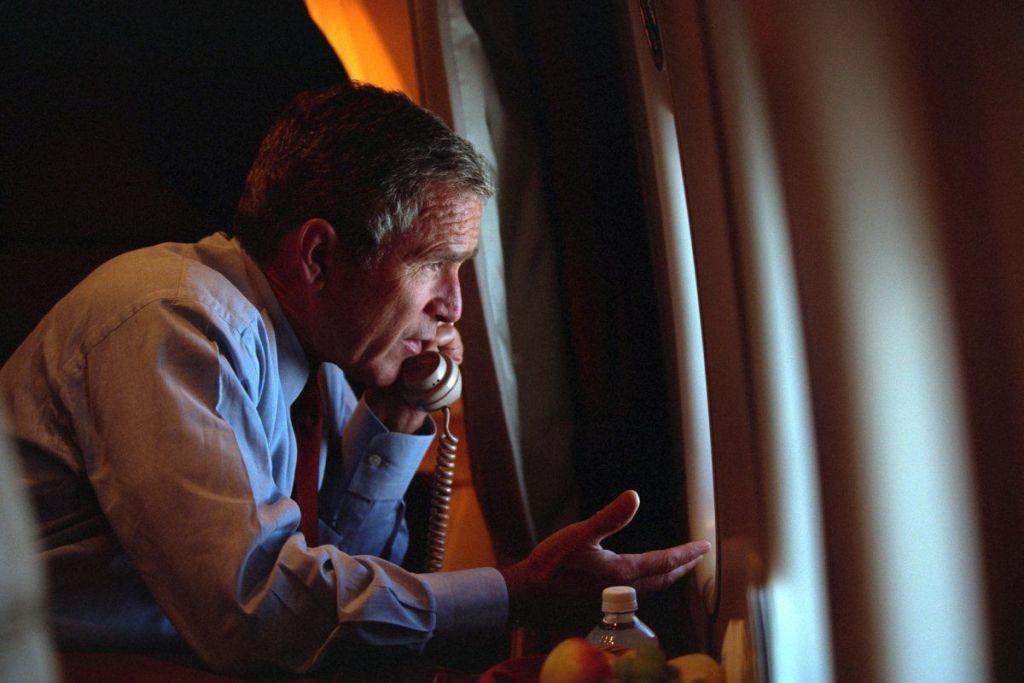 El momento en que George Bush conoce del ataque a las Torres Gemelas