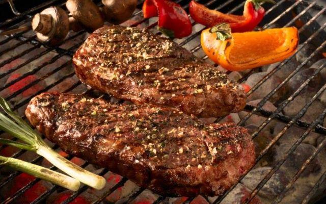 Se enfrentan gobierno y Congreso de Nuevo León por impuesto a la carne asada