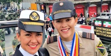 Medallistas olímpicos formaron parte del desfile militar - Foto de Internet