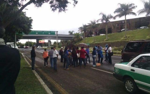 Profesores de Xalapa realizan bloqueos