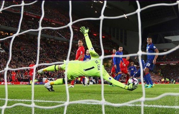 Liverpool y Manchester United empatan en el Clásico inglés