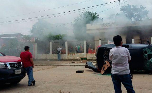 Queman oficinas en Oaxaca