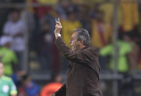 Castigan con 2 juegos a Tomás Boy por mostrar cartera a los árbitros - Foto de Mexfut