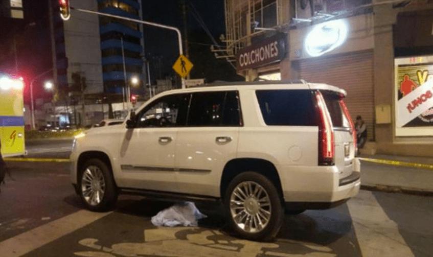 La camioneta en la que iba a bordo el restaurantero y su hijo. Foto de Twitter @MT_enMexico