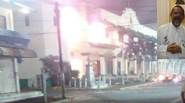 Video: incendian Palacio Municipal de Catemaco - Foto de Internet