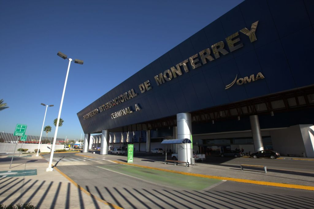 Aeropuerto de Monterrey cancela vuelos a Texas por huracán Harvey - Foto de enelaire.mx