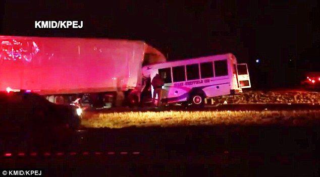 Choque de autobús de porristas deja un muerto y siete lesionados - Foto de KMID.