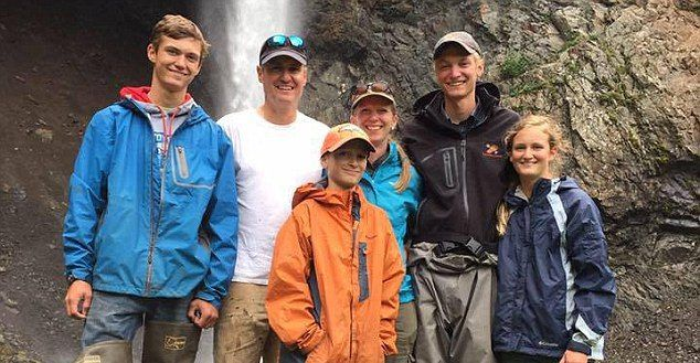 Caeavión ligero con familia abordo en Alaska