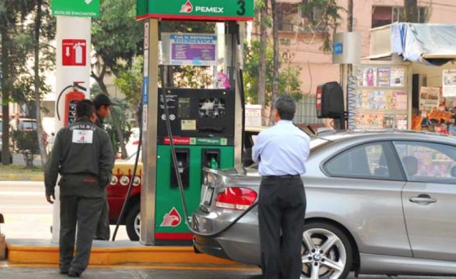 Gasolina Magna se mantiene sin cambios, Premium y diésel bajan un centavo - Foto de Archivo