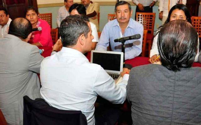 Gobierno de Oaxaca acuerda regularizar a más de 3 mil trabajadores del magisterio - Foto de Quadratin