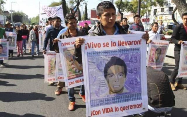 Padres de los 43 llegan a la Basílica de Guadalupe - Foto de Quadratín