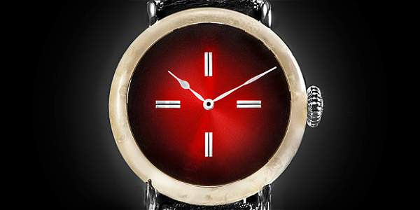 Fabrican en Suiza un reloj de queso a manera de protesta