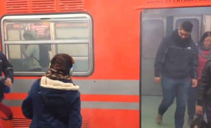 Video: usuarios evacúan Metro por presencia de humo - Foto de Jonathan Del Moral
