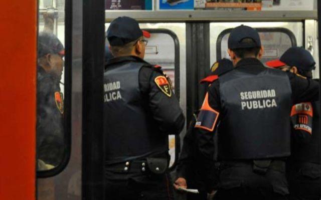 Descubren a 12 policías del Metro aceptando sobornos de vagoneros - Foto de Cuartoscuro