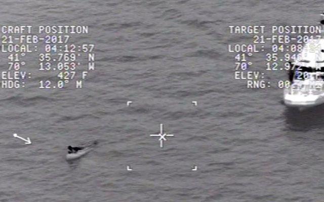 Video: guardacostas rescatan a hombre que naufragó en EE.UU. - Foto de YouTube