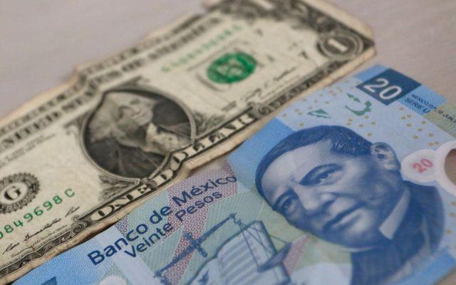 Dólar cierra jornada hasta en 18.24 pesos a la venta