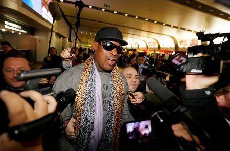 Dan libertad condicional a Dennis Rodman tras choque