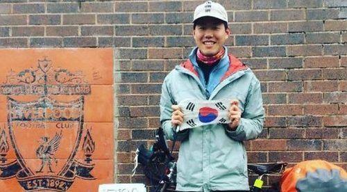 Aficionado recorre 16 mil km en bicicleta para ver al Liverpool - Foto de BBC