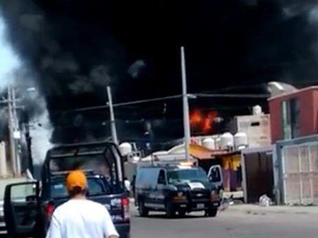Pipa cargada de gasolina explotó en la autopista Celaya-Salamanca