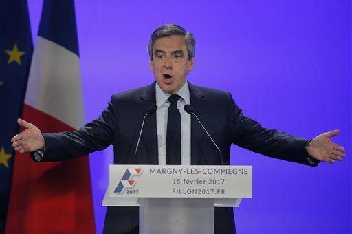 Inculpan a candidato presidencial francés por corrupción - El candidato conservador a la presidencia de Francia, François Fillon, gesticula durante un acto de campaña en Compiegne, en el norte de París el 15 de febrero de 2017. (AP Foto/Michel Euler)