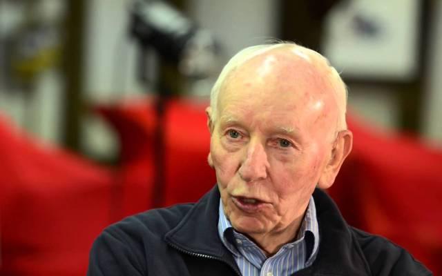 Ha muerto John Surtees, el único piloto campeón en motociclismo y en Fórmula 1 - Foto de CBS.