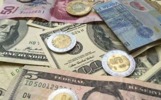 Dólar cierra semana hasta en 18.29 pesos a la venta - Foto de archivo