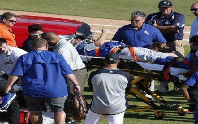 Hospitalizan a jugador de los Azulejos de Toronto por pelotazo en la cabeza - Foto de USA Today