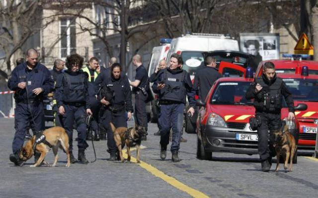 Explosión de carta bomba en sede del FMI en París deja un herido - Foto de REUTERS/Philippe Wojazer