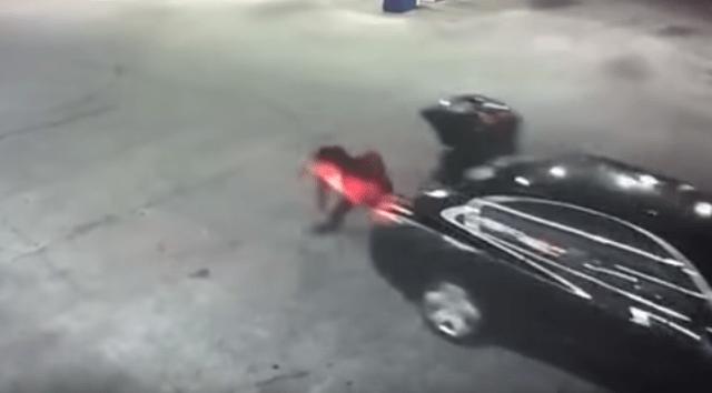 Video: mujer salta de coche en movimiento tras ser secuestrada